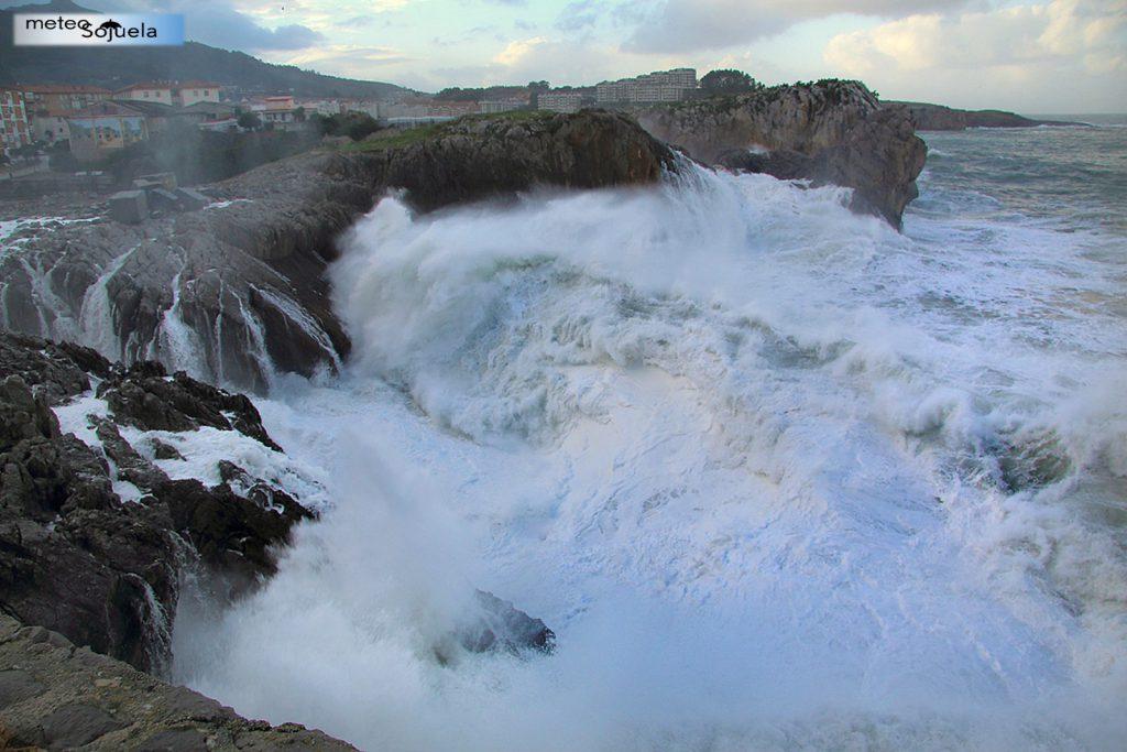 Temporal olas Castro Urdiales en Cantabria