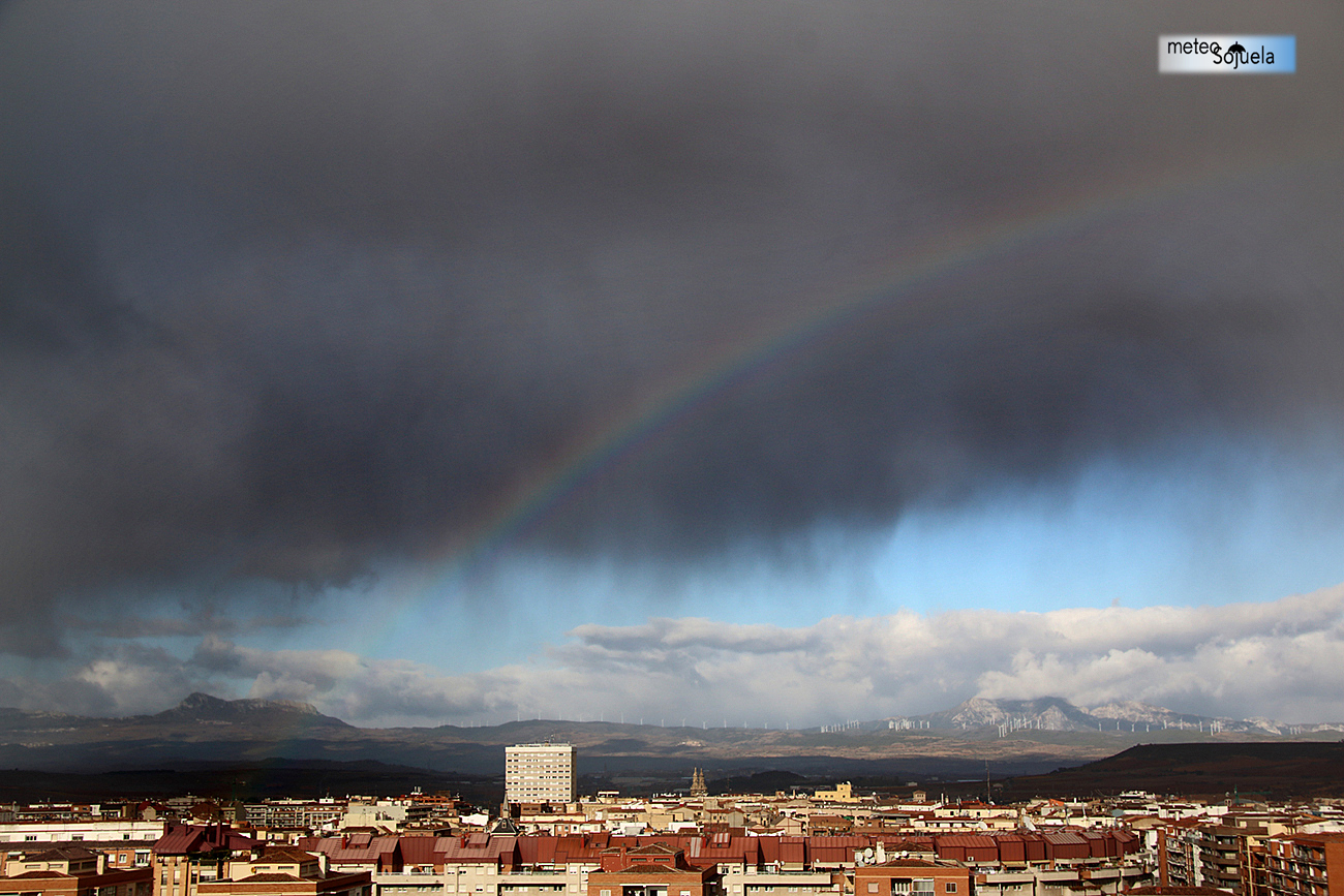IMG_0406origret1300con chubascos,josecalvo,meteosojuela,virgas arcoiris