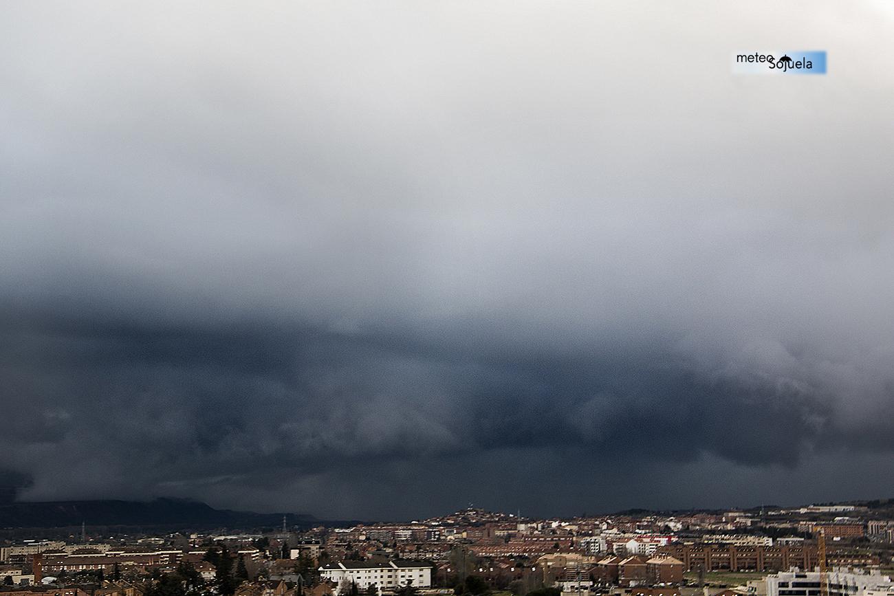 Cumulonimbus arcus de meteosojuela