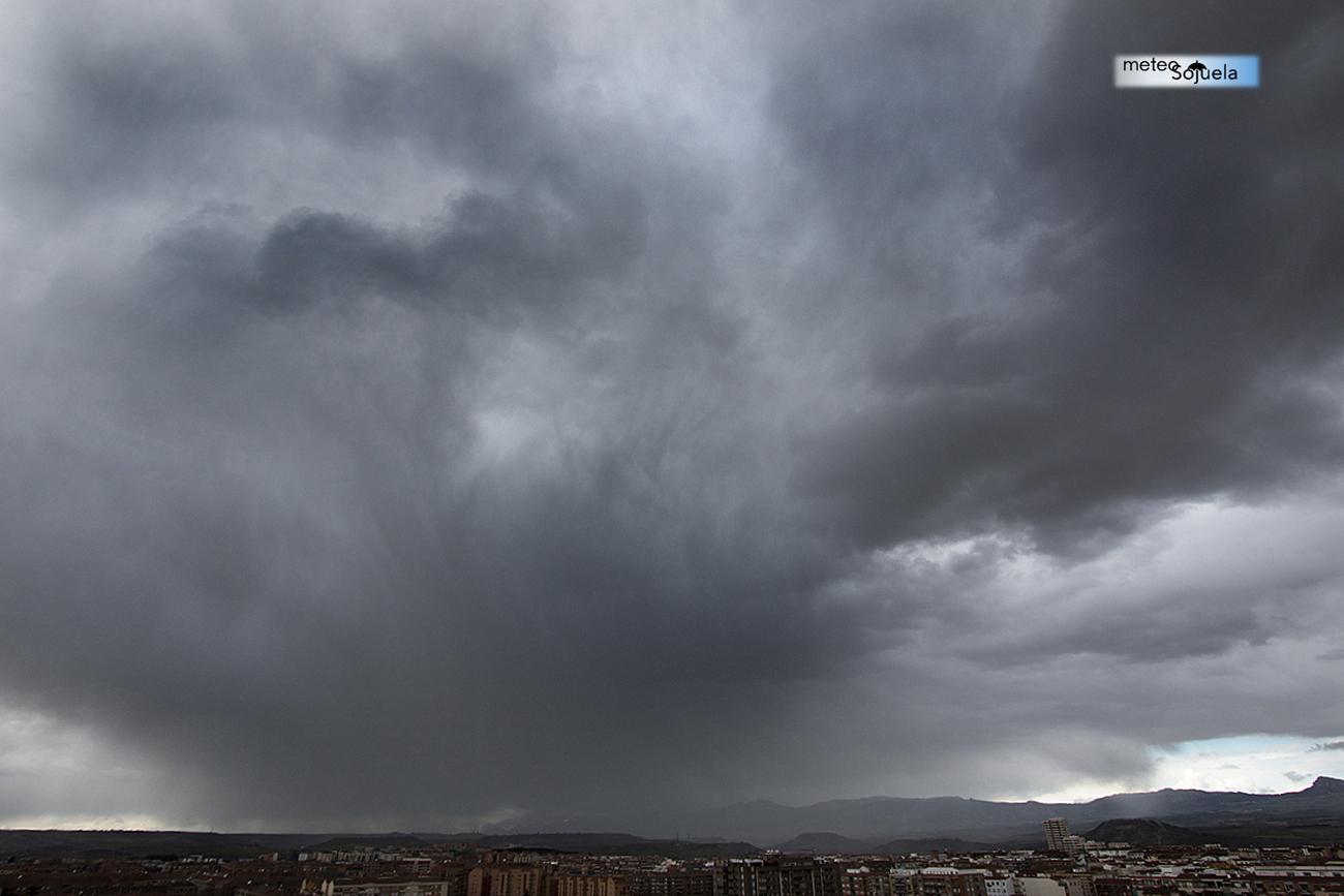 Chubascos, cortinas de precipitación.Meteosojuela