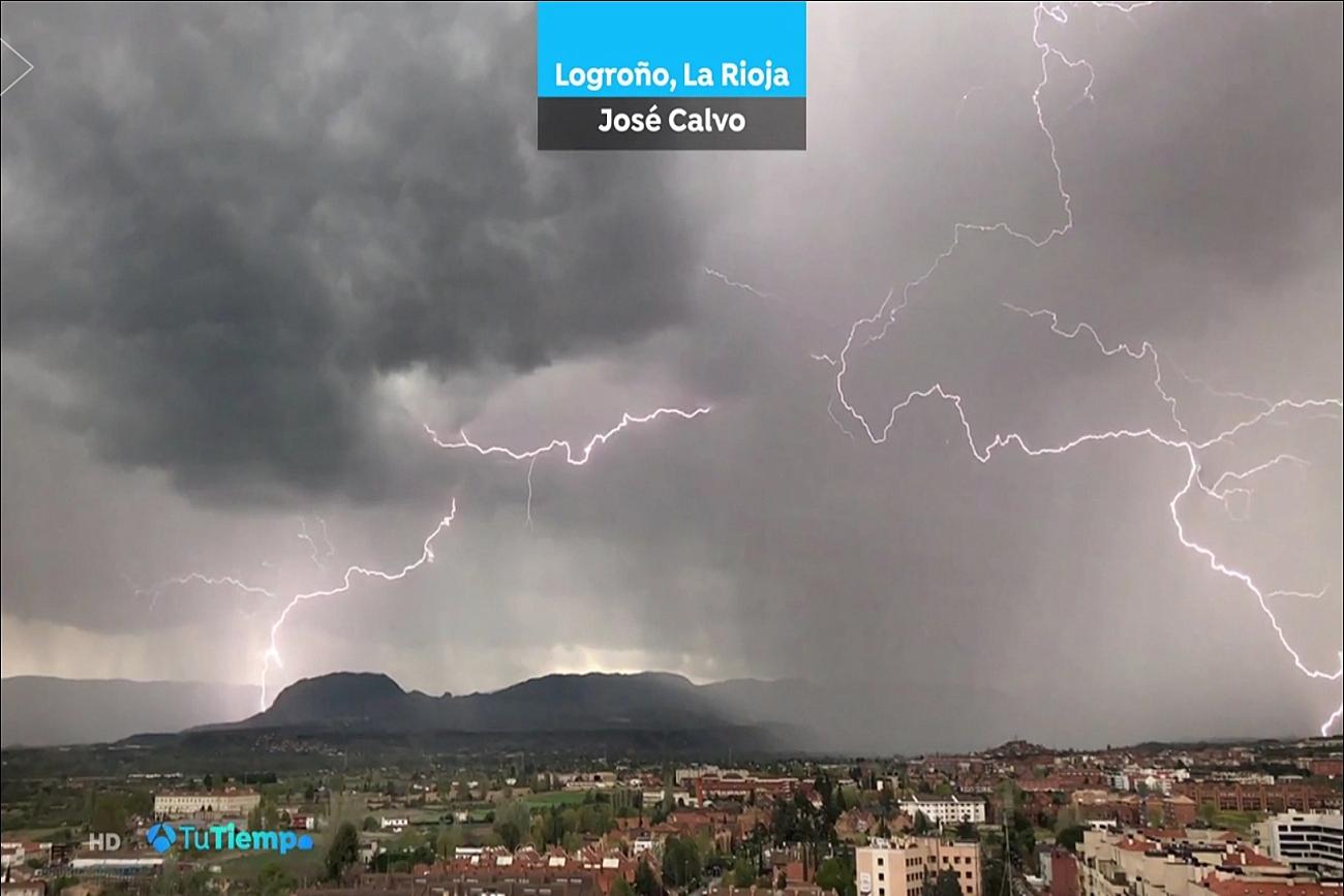 Rayos en Logroño. El tiempo de Antena 3. 1704. Meteosojuela